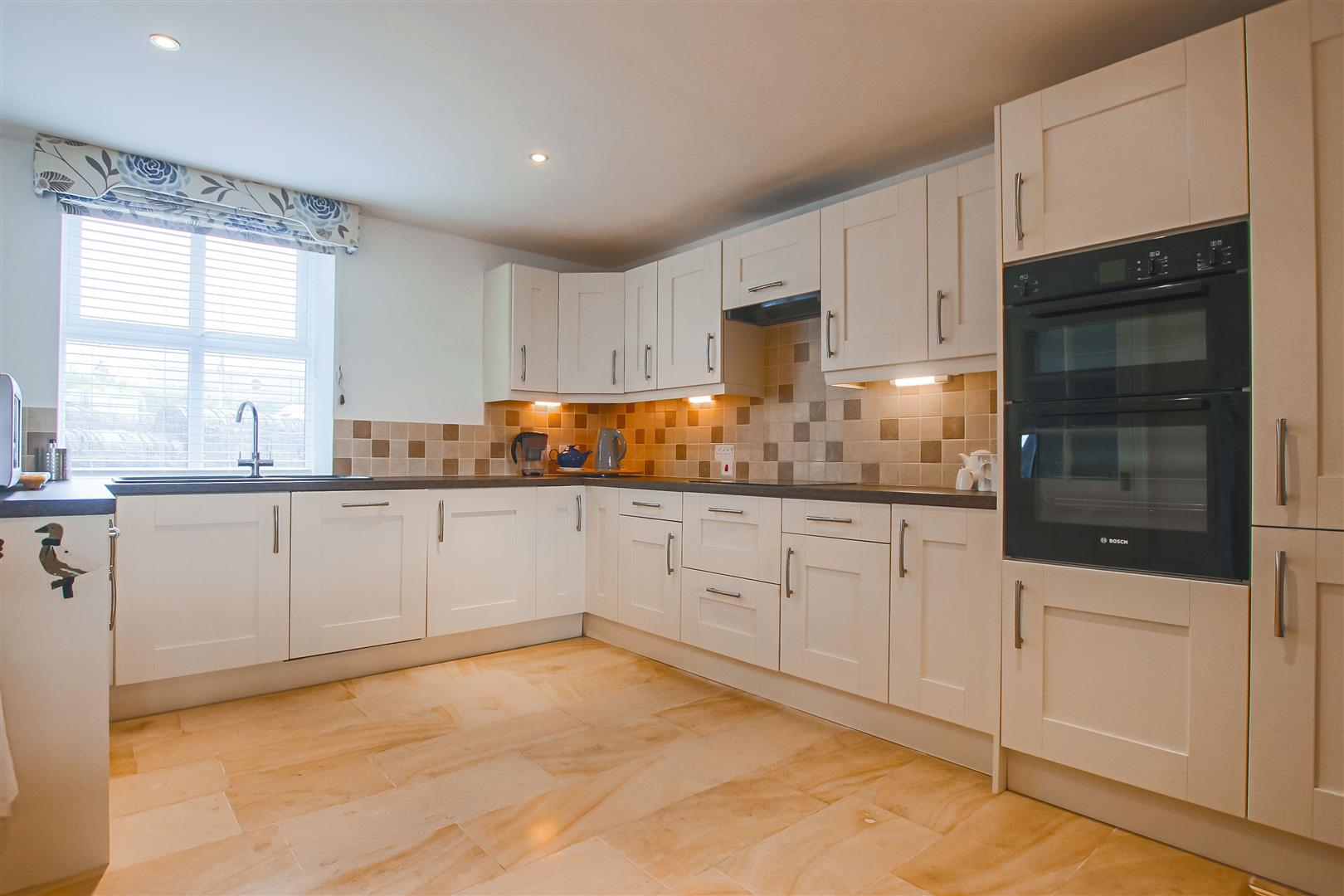 4 Bedroom Townhouse House For Sale - Image 3